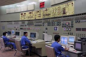 电厂技术人员操作控制系统