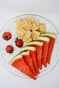 锅巴西红柿西瓜水果拼盘