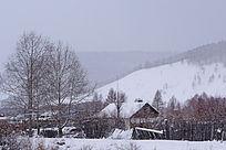雪色山村风光
