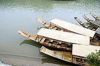 湖南凤凰古城沱江的游船图片
