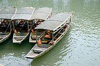 湘西凤凰古城沱江的游船