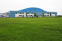 绿草如茵的蒙牛乳业总部