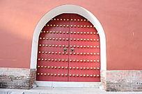 古典红色大门