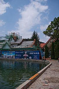 七彩云南水边建筑