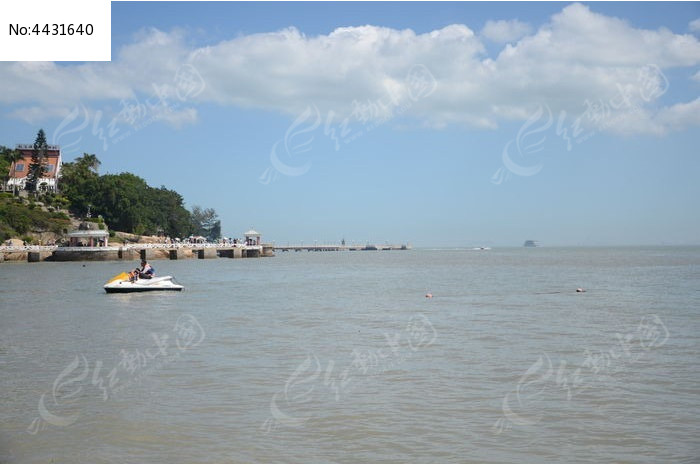 海边风景 蓝天白云图片