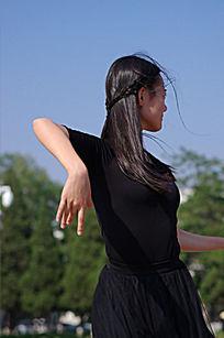 跳舞的女人
