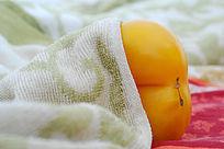 象形屁股的黄柿子