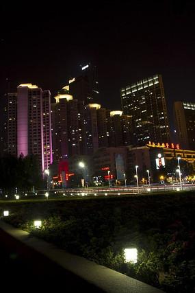 城市夜晚的高楼