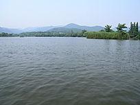 依山的西湖