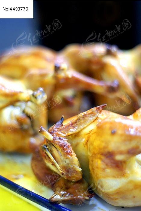 香炸金黄色的鸡翅图片