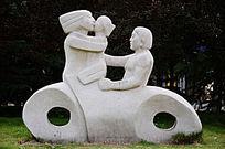 一家三口雕塑