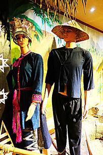 椰田古寨苗族服装展示