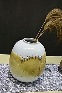 暗黄陶罐花瓶陶瓷摄影图片
