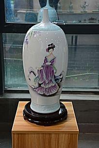 美女尖头花瓶陶瓷摄影图