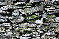 长满青苔的石墙纹理素材