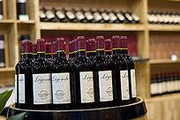 酒窖内的红葡萄酒