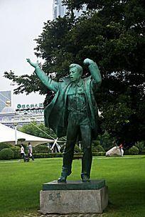 青岛五四广场上的聂耳铜像
