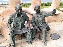 雕塑:李星学(左)和郝诒纯(右)