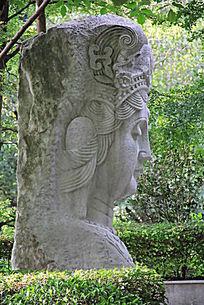 雕塑人物侧面特写