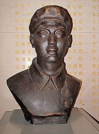 一级战斗英雄胡修道雕像