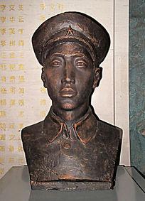 志愿军战斗英雄杨春增雕像