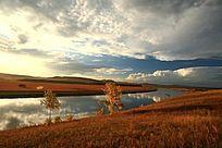 额尔古纳河浓郁的秋色