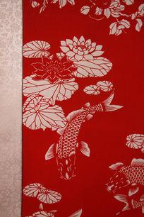 荷塘里游泳的鱼图案艺术剪纸