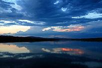 暮色下的蓝色额尔古纳河