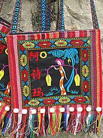 人物图案刺绣挎包