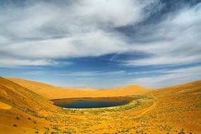 巴丹吉林沙漠湖泊风光