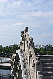 带石狮子的石桥