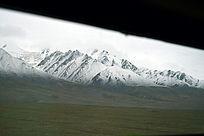 火车中遥望一抹雪山