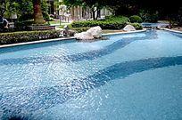 小区游泳池水面