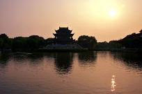 夕阳下的盘门湖景