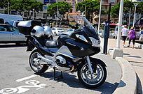 街边停放的宝马摩托车