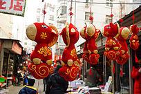 节日市场悬挂的喜庆节日素材