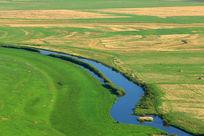 草原上美丽的小河湾