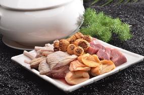 松茸菌乳鸽汤
