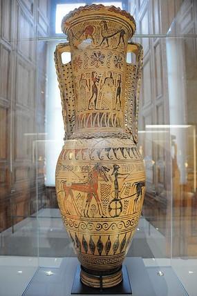 卢浮宫展馆里的大花瓶