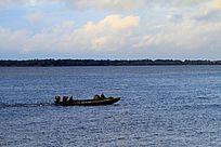 黑龙江上的渔船