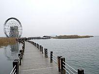 太湖湿地木栈道大风车