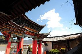 香格里拉寺廟大門特寫