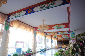 香格里拉寺庙内的装饰