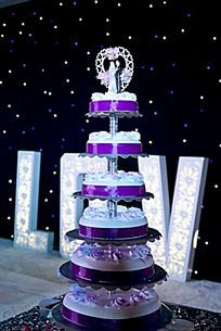 高清拍摄婚礼现场的蛋糕塔