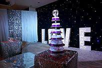 婚礼舞台前的蛋糕塔