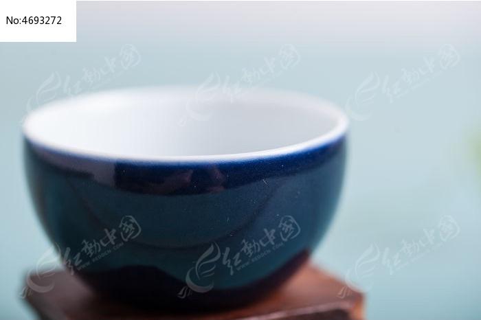 蓝色陶瓷特写图片