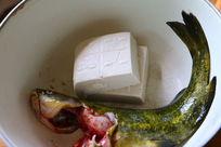 新鲜水煮黄鸭叫煮豆腐美食制作图