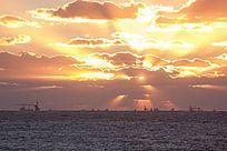 绚丽的海上日出