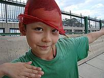 带红帽子的孩子