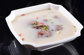 黑山羊炖豆腐